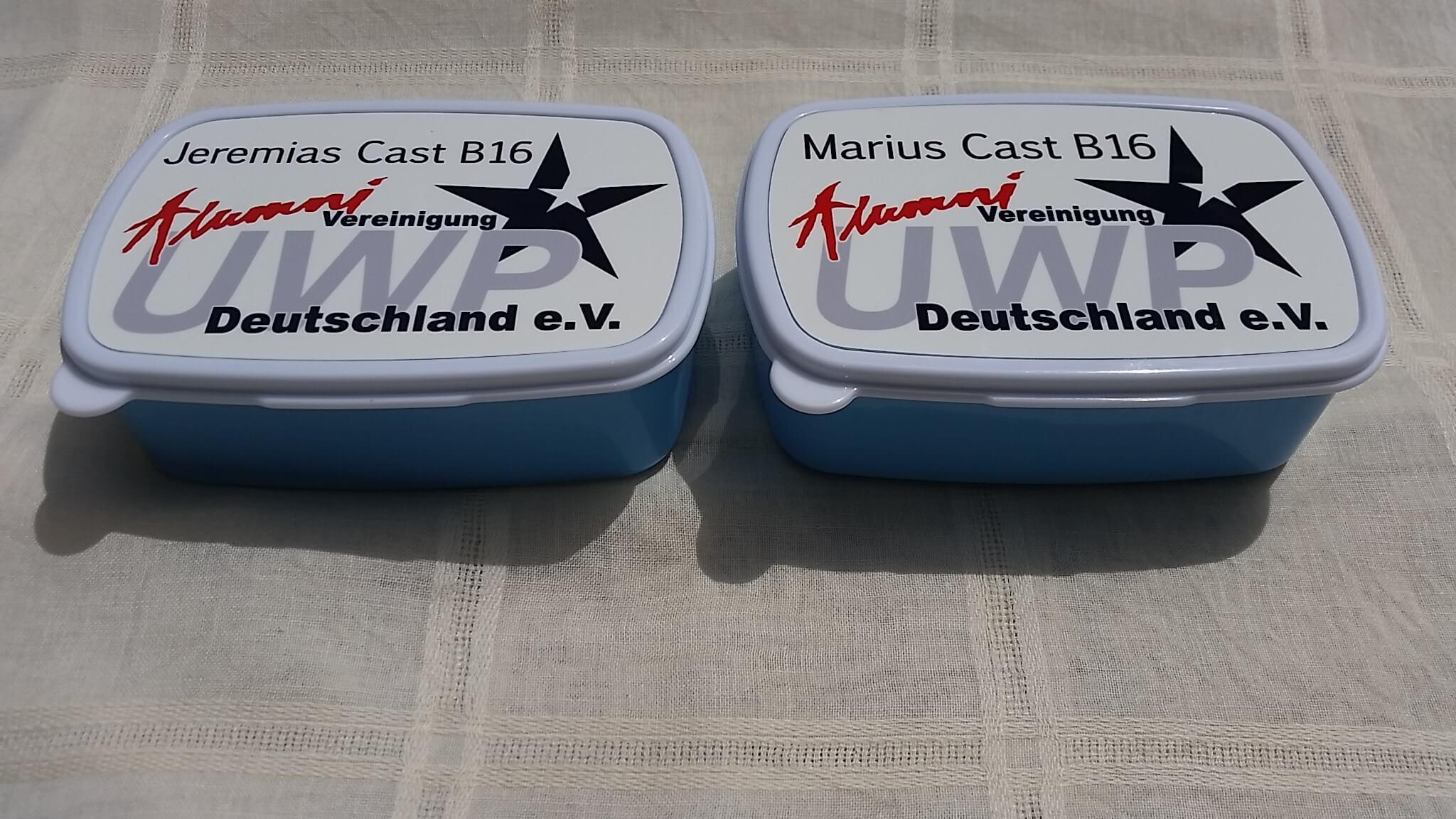 Ein Gute-Reise-Geschenk für die beiden deutschen Jungs in Cast B 2016